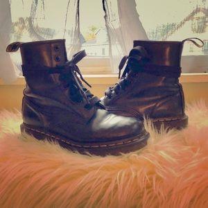 Dr. Marten 1460 Smooth Black Boots
